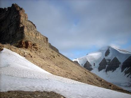 Przełęcz pomiędzy lodowcami Svenbreen i Muninbreen. Fot. J. Małecki