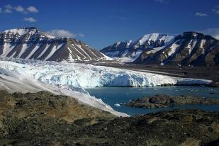Czoło lodowca Nordenskiold (Nordenskioldbreen) latem. Fot. Jakub Małecki