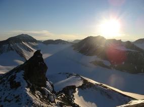 Na szczycie Birger-Johnsonfjellet, Zatoka Petunia (Petuniabukta). Fot. J. Małecki