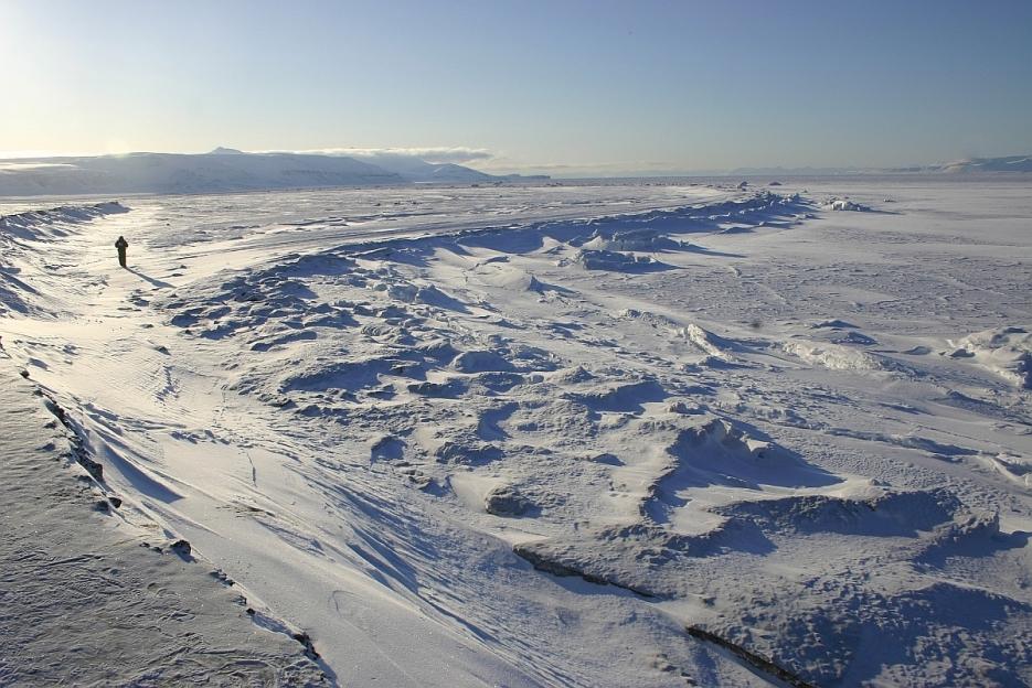 Kontakt lodu morskiego z lądem w Tempelfjorden. Fot. J. Małecki