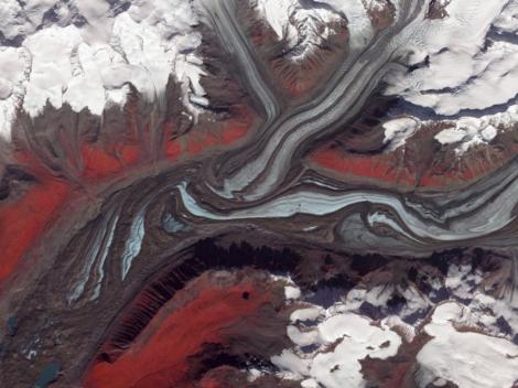 Lodowiec Sustina (Sustina Glacier) na Alasce w 2009 roku. Fot. NASA/GSFC/METI/ERSDAC/JAROS, U.S./Japan ASTER Science Team.