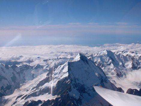 Panorama Alp Południowych, Nowa Zelandia. Najwyższy szczyt Alp Południowych, Nowa Zelandia,  Góra Cooka, 3 754 m n.p.m. Fot. Dynabee/Wikipedia