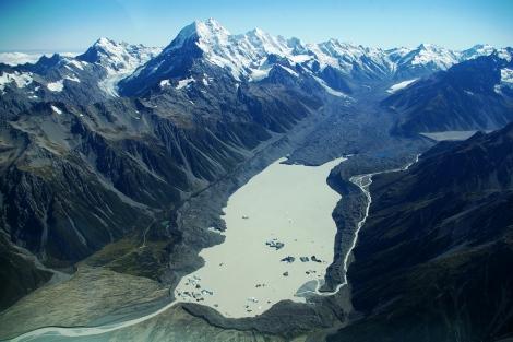 Proglacjalne Jezioro Tasmana, zasilane przez wody topniejącego lodowca Tasmana. Fot. T. Chinn