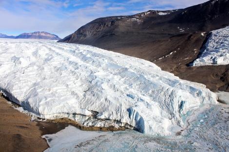 Lodowiec Taylora (Taylor Glacier), Suche Doliny (McMurdo Dry Valleys), Antarktyda. Fot. E. Duke.
