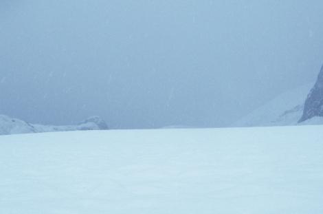 Opady śniegu są głównym źródłem dostawy masy do lodowców. Fot. J. Małecki