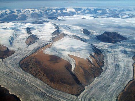 Krajobraz południowej Wyspy Axela Heiberga. Fot. Derrick Midwinter / Flickr / CC-BY