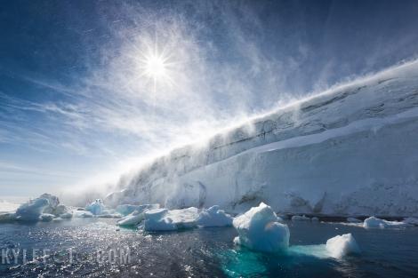 Lodowiec uchodzący do morza w Antarktyce. Fot. Kyle Marquart, Flickr, CC BY-NC-SA 2.0