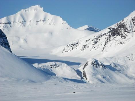 Dolina lodowca Sven (Svenbreen), Svalbard, zimą. Fot. J. Małecki