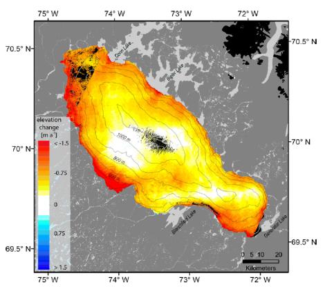 Zmiany grubości czapy lodowej Barnes'a (Barnes Ice Cap) między rokiem 1960 a 2010. Czarne pola - brak danych. Nawet w najwyższych strefach Czapy nie zachodzi przyrost grubości. Za: Gardner et al. 2012.
