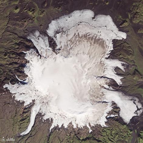 Czapa lodowa Mýrdalsjökull, Islandia, sfotografowana 20/09/2014 przez satelitę Landsat 8. Fot. NASA Earth Observatory/Landsat 8.