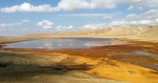 W drodze w Andy (Huayna Potosi). Lago Milluni. Fot. J. Małecki