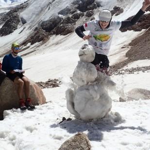 Dzieci lubią zabawy na śniegu :) / Kids enjoy the snow :) Fot. JM
