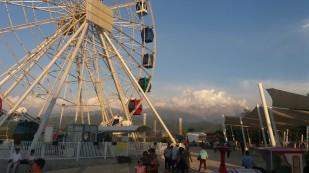 Ałmaty. Park rozrywki Kok Tobe. / Almaty. Kok Tobe funpark. Fot. JM